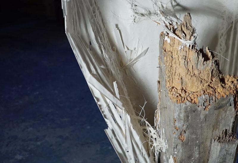 Fabienne Gras : plâtre plissé sur poutre, sculpture